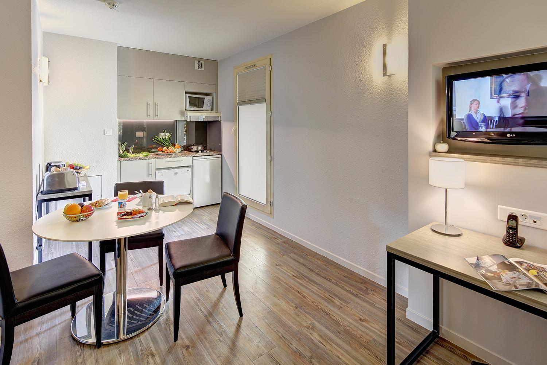 kitchenette de la chambre d'hôtel