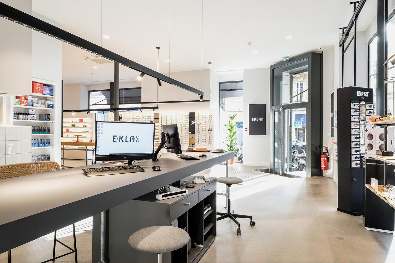 agencement de mobilier pour EKLA un opticien parisien