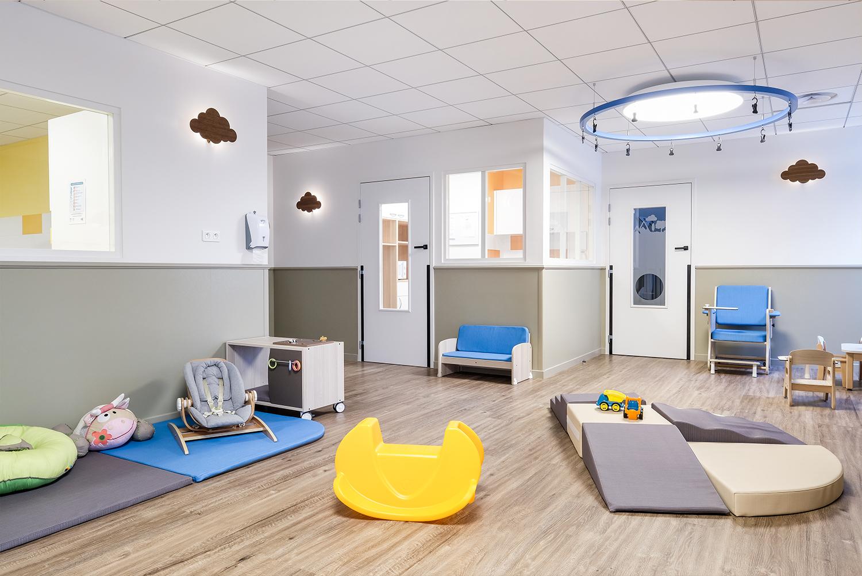 aménagement environnement d'une salle en crèche hospitalière