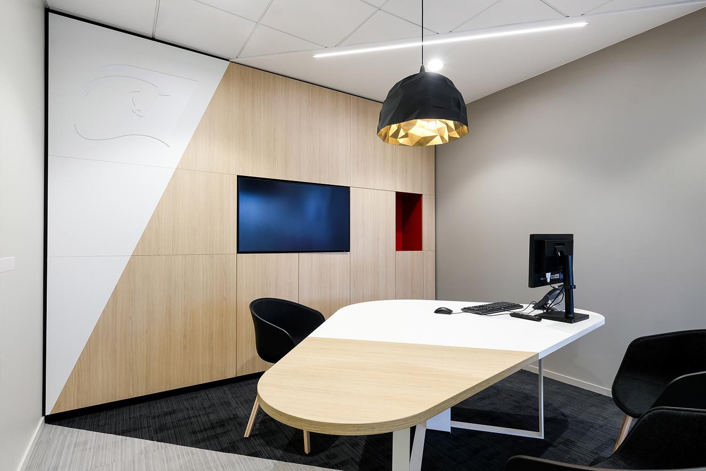 agencement de mobilier : table de réunion, banque palatine à Versailles